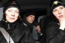 Greenpeacen aktivistit osoittavat mieltä Olkiluodossa